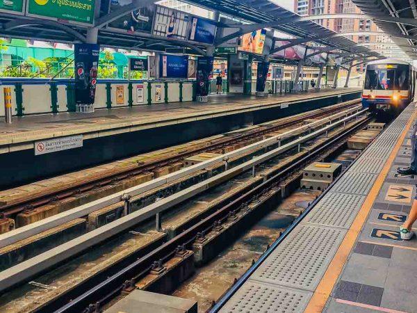 Living in Bangkok, Thailand | 2 Week Thoughts - BTS Transportation System